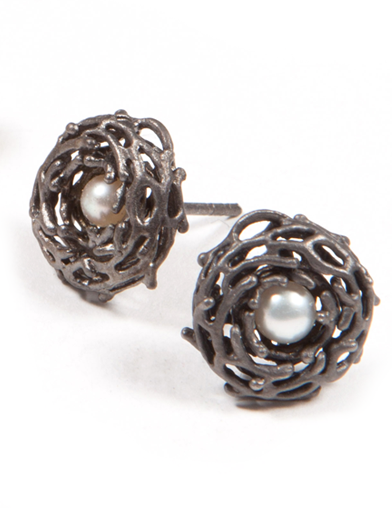 BABY NEST  BUTTON EARRING