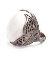 WINGED WHITE AGATE RING